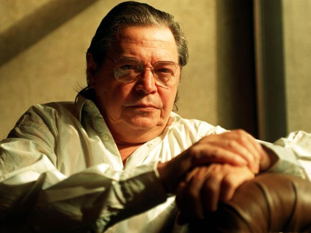 o-compositor-e-maestro-brasileiro-tom-jobim-posa-para-fotos-no-maksoud-plaza-em-sao-paulo-sp-1324571848940_1024x768